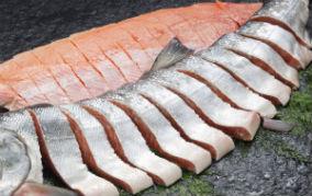 実はコラーゲンそのもの!鮭の皮は美肌効果たっぷり