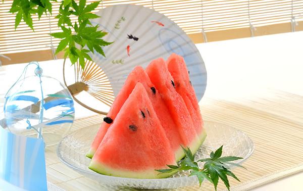 夏には夏の食べ物を!スイカで健康美を手に入れよう!