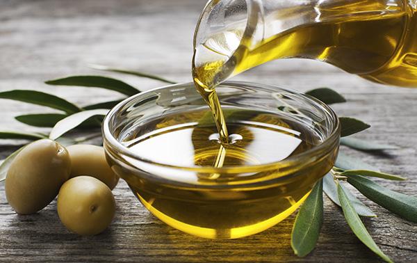 オリーブオイルを上手に使って美容と健康に役立てよう!