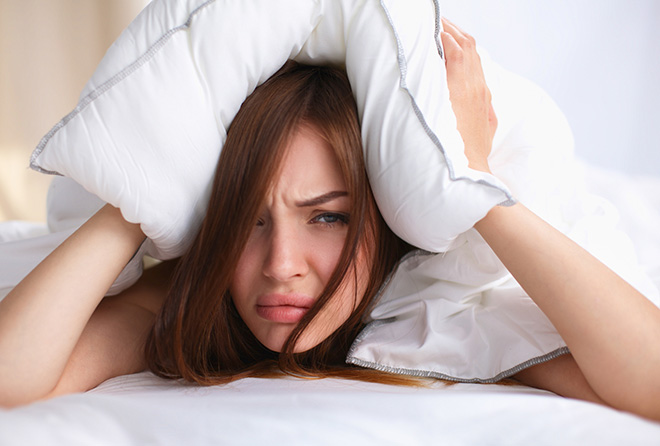 仕事疲れで眠れない!不眠やストレスは夜のお散歩で解消!