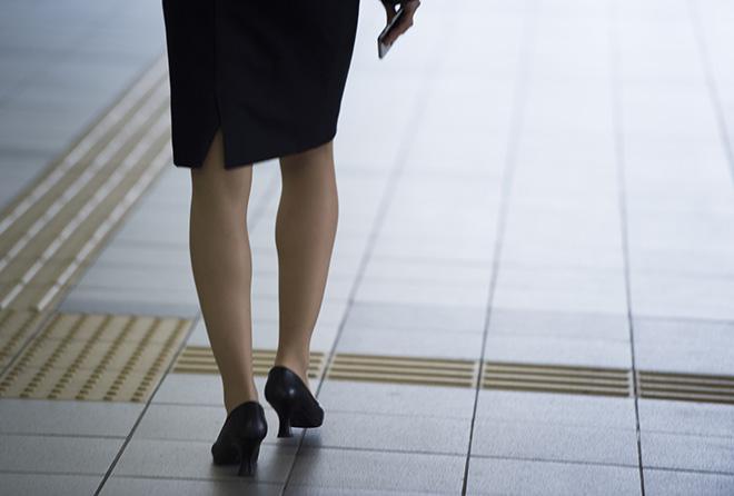 靴を脱ぐのが怖くなくなる! 自分でできる足のニオイの解消法