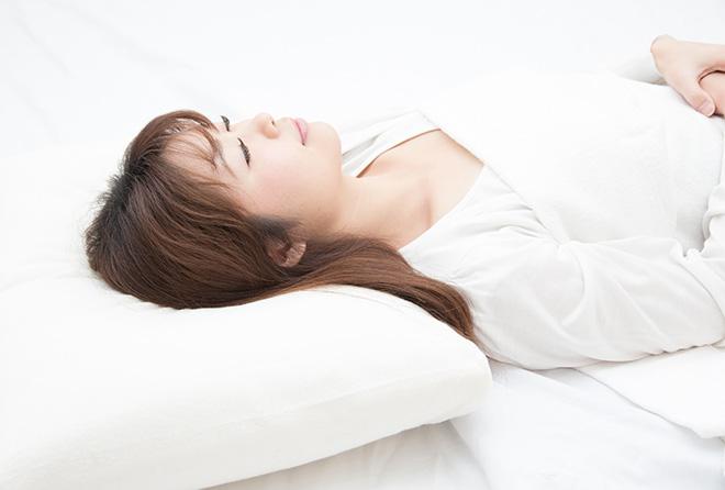 低反発枕なのに肩が凝る?! 正しい枕の選び方