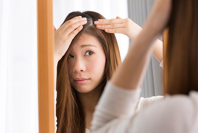 白髪を抜いたら増えるってホント? 白髪のメカニズムを徹底解明