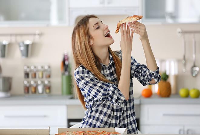 ダイエット成功の秘訣!お腹が空いていると感じるのは脳か胃か?