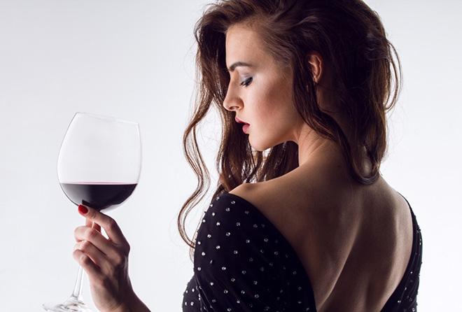 寝る前に飲む赤ワインでなんとダイエットが期待できちゃう?!
