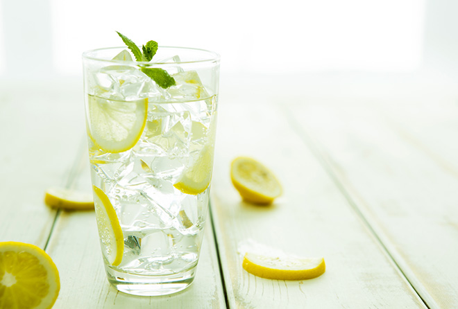 """コップ1杯飲むだけでスゴイ効果の""""レモン水ダイエット"""""""