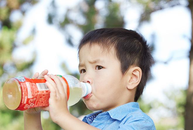 【危険】水分補給のはずがフラフラに!? ペットボトル症候群の怖さ