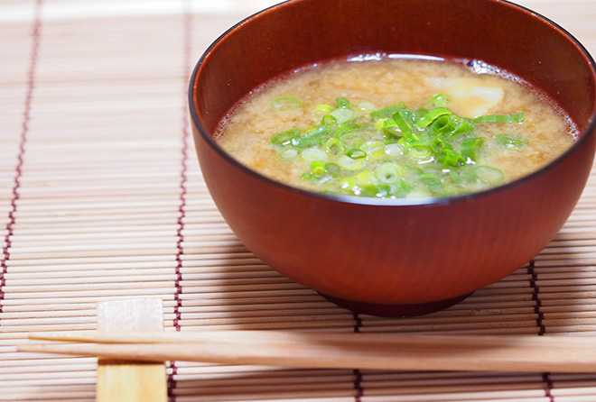 「朝晩味噌汁」で血管年齢マイナス10歳!