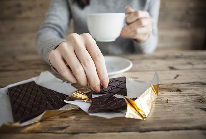 【朗報】ひとかけらのチョコレート習慣が血圧と美肌を守る!