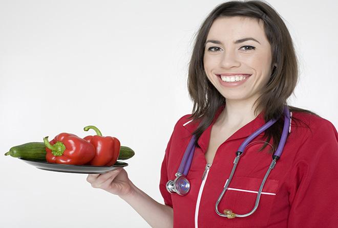 薬の代わりに野菜や果物を処方する医師がSNSで話題に!