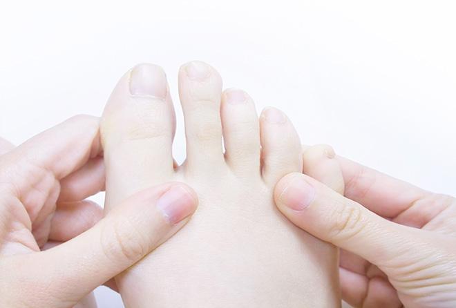 冷え解消!足の指の間を拭くだけって本当?