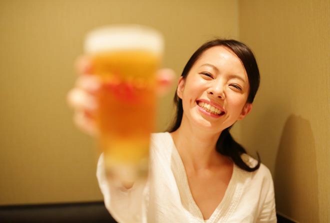 お酒を飲むとむくむ理由は?むくまない飲み方はないの?