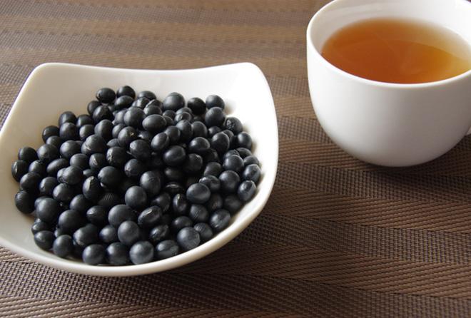 """妊婦さんにも◎ 嬉しい効能満載の""""黒豆茶""""をはじめよう<br />"""