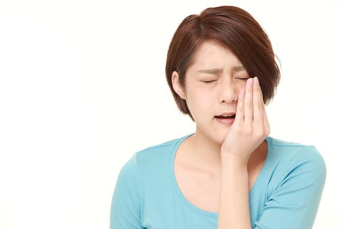 痛みが悪化する!歯が痛いときにやってはいけないNG行為