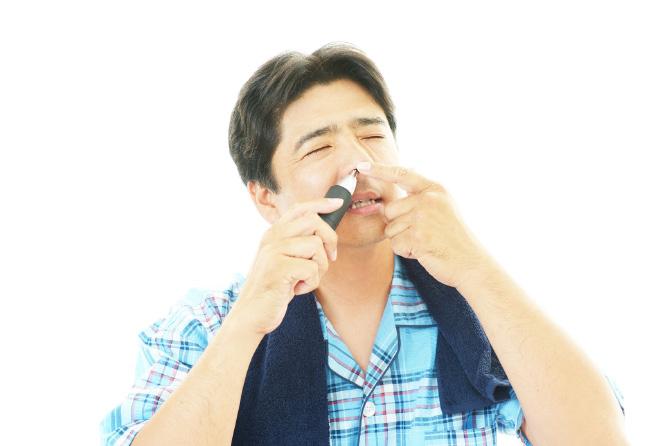 衝撃!老化で鼻毛が伸びる理由は皮膚の「たるみ」もある