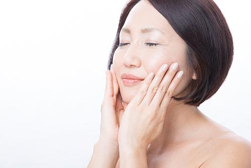 顔全体のたるみの原因と対処法