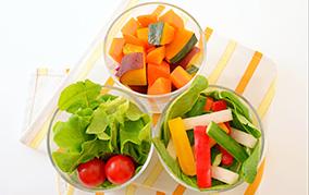 お肌のキレイは食事から! 美肌を作る基本の栄養素3選!