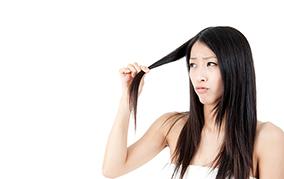 最近抜け毛が気になる!  美髪には亜鉛とビタミンを補給